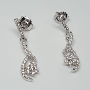 Jewelry - Sterling Silver Dangling Flower Earrings